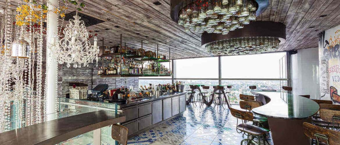 Interior of Duck and Waffle