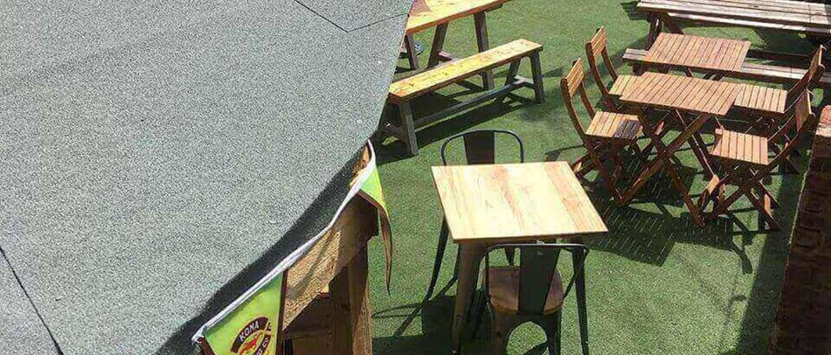 Outdoor seating at Brewski