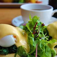 Eggs Benedict at Loudons