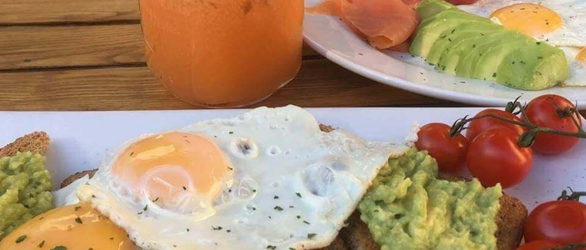Eggs and Smashed Avocado at Art Cafe - Oxford